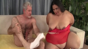 Latina BBW Lorelai Givemore expose natural boobs