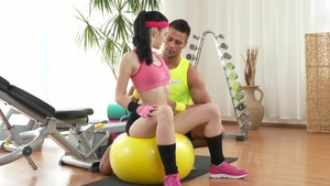 Natural couple fitness in the gym