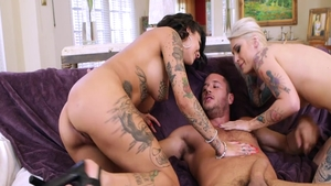 Hard nailining in company with tattooed chick Bonnie Rotten