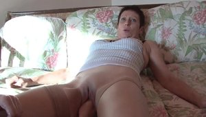 Sloppy fucking with young french cougar