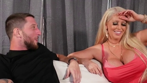 Tattooed hottest mature deepthroat on the couch HD