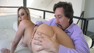 Big ass blonde Alexis Texas rushes real fucking