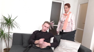 Young amateur sucking dick