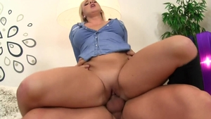 Blonde Lilith Lee loves good fuck HD