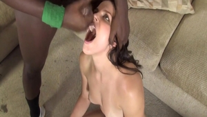 Glamour babe Bobbi Starr need raw sex in HD