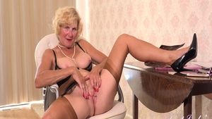 Fingering in company with busty mature Molly Maracas