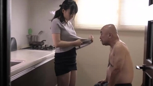 Japanese MILF has a thing for real sex HD