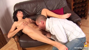 Shaved czech MILF gets a buzz out of raw sex